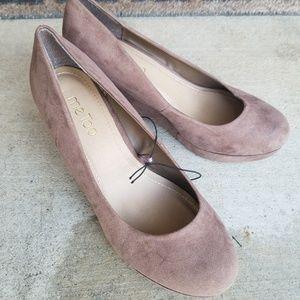 NWOT Me Too heels kathy Wedge Taupe 8.5W